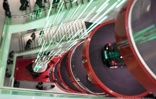 Les showrooms automobiles des Champs-Elys�es profitent de No�l